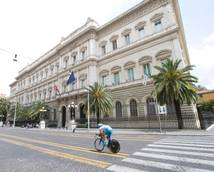 Italy's public debt hits record of 1,966 billion