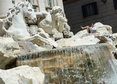 Movida facevano il bagno nella fontana di trevi multati cronaca - Bagno fontana di trevi ...