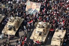 Morti e feriti in piazza. Fiamme al museo egizio