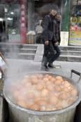 Cina:uova gomma,rimbalzano dopo bollite