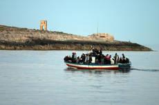 Trasferimenti e sbarchi. Manduria, ancora fughe. Libia, 68 migranti morti