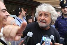 Grillo swims Messina Strait to launch electoral campaign