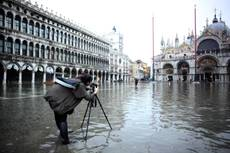 High water floods Venice