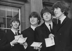 Chitarra dei Beatles all'asta per 300.000 dollari - Spettacolo - ANSA.it