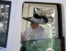 Papa:Messico, in papamobile con sombrero