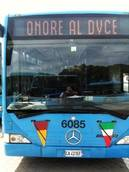 'Onore al duce' su display bus Roma, aperta un'inchiesta