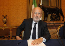 Venice mayor makes new effort on stability pact