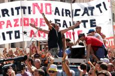 Thousands of ILVA steel workers demonstrate in Taranto