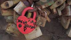 Eternal 'love locks' removed from Rome bridge
