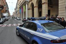 Supermarket manager stabbed by robber in central Milan
