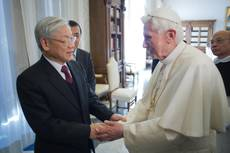 Pope Benedict meets with Vietnam Secretary-General Phu Trong