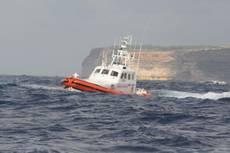 Imbarcazione su scogli a Cala Fighera