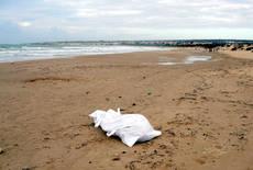 Corpo neonata su spiaggia ad Eboli