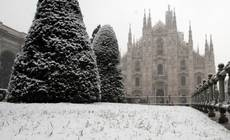 Italy on alert as snow covers much of country