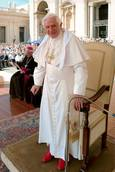 Benedict to be called 'pope emeritus', wear white