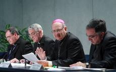 Pre-conclave talks begin