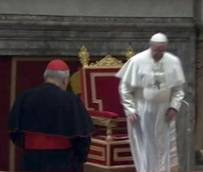 Pope Francis downgrades elaborate papal chair