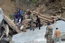 India: monsone, 900 o 10.000 morti?