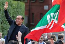 Berlusconi temporarily resigns as 'knight'
