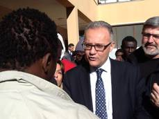 Defense min. praises Italian efforts to save migrants at sea
