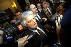 Grillo vows to step down if M5S loses in EP elections