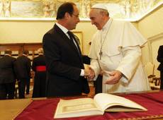 Pope Francis jokes about shared name with Hollande