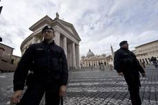 Bomb threat in St. Peter's Square during Hollande visit