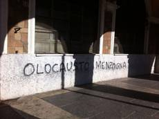 Two men stopped for anti-Semitic graffiti in Rome