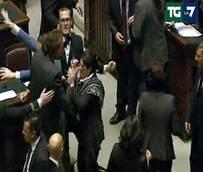 Boldrini, ok 'ghigliottina' Scoppia bagarre in Aula