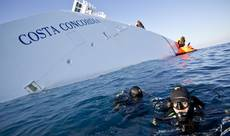 Abandon ship alert 'delegated' to crew, says Schettino