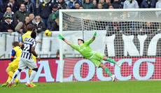 Soccer: Juventus tighten grip on top spot