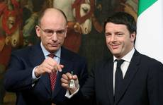 Cold hand shake between Renzi and Letta