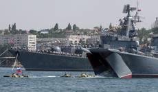 Issate bandiere russe, tensione in Crimea