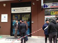Robber dies of suspected heart attack during bank hold-up