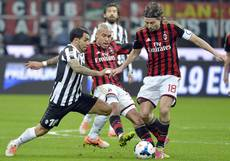 Soccer: Tevez knock 'nothing serious'