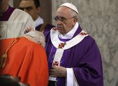 Pope supports 'unjustly accused' priests