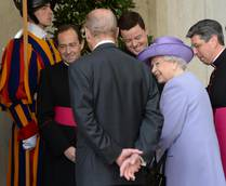 Queen Elizabeth late for pope visit in Vatican