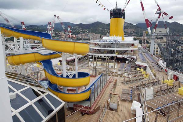 Crociere cameriera scompare a bordo nave costa crociere for Costa magica immagini