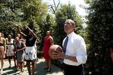 Gomitata al labbro: 12 punti per Obama