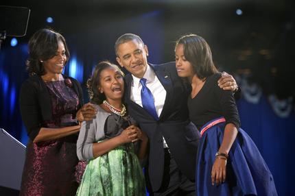 La famiglia Obama sul palco di Chicago