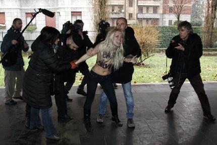 Le Femen contestano Berlusconi