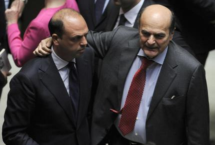 Pierluigi Bersani con Angelino Alfano a Montecitorio