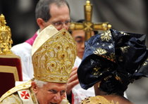 Pope gets close to faithful