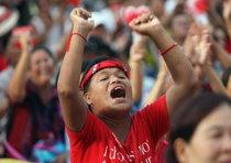 Thailandia, esercito minaccia di tagliere luce a acqua ai rossi