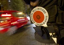 Rapinato in autostrada da finti poliziotti