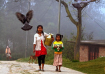 Due bimbe a Katmandu