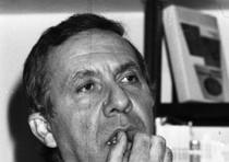 Antonio Ghirelli in una foto del 18 febbraio 1976 durante la presentazione del libro 'Mancini' a Roma