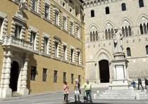 Una veduta esterna di Palazzo Salimbeni a Siena, sede Mps