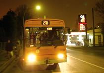 Pesanti avance sessuali a una sedicenne su un bus, arrestato