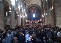 Disoccupato tenta suicidio in Duomo Lodi